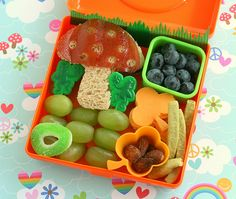 Another Lunch blog--this blog makes me excited to pack lunches for kids. Seriously. Look at that St. Pat's Day box!
