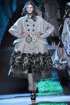 John Galliano Fall 2009 Ready-to-Wear Fashion Show - Maryna Linchuk