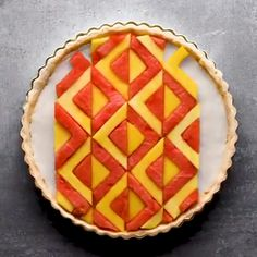 Turn your tart into a work of art with these creative tricks. Creative Desserts, Creative Food, Fun Desserts, Amazing Food Hacks, Toffee, Recipe Filing, Dessert Decoration, Food Platters, Easy Food To Make