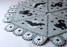 16 INCH PENNY RUG STYLE HALLOWEEN TREE SKIRT WITH TREE by maryimp, $60.00