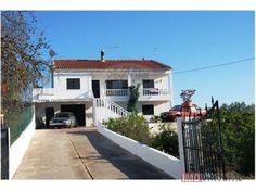 Moradia no campo e perto da praia Casas No Algarve, Garage Doors, Shed, Outdoor Structures, Outdoor Decor, Home Decor, Close Up, Townhouse, Homemade Home Decor
