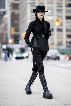 Japon Street Fashion, Japanese Street Fashion, Dark Fashion, Asian Fashion, Fashion Fall, Curvy Fashion, Fashion Trends, Mode Outfits, Fashion Outfits