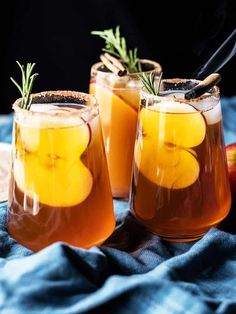When it comes to tasty beverages, nothing beats a hot coffee or fizzy whiskey ginger. But, when the end of November rolls around, it doesn't hurt to take it up a notch with some easy Thanksgiving-thrmed drink recipes. From apple cider margaritas to… Spiked Cider, Apple Cider Cocktail, Cider Cocktails, Holiday Cocktails, Halloween Cocktails, Apple Harvest, Half Baked Harvest, Whiskey Ginger, Thanksgiving Drinks