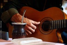 "guitarra y #mate buenos compañeros ; a guitar and #mate are good companions.  Tradition, culture, a few tears and some laughs. ""With Love, The Argentina Family~Memories of Tango and Kugel; Mate with Knishes"" http://www.amazon.com/With-Love-The-Argentina-Family/dp/1478205458"