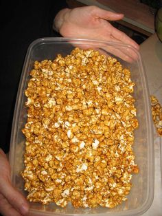 "How to Make ""Oven"" Caramel Corn.  Looks yummy and easy. Going to try it tonight."