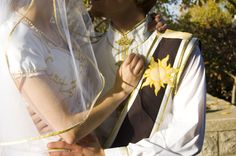 WOW! This couple just WENT THERE! lol, they got married in an exact replica of the wardrobe Flynn and Rapunzel did.