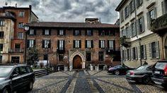 Milano Palazzo Borromeo  #milano #milan #mailand #europa #europe #igerseurope #ig_europe  #italia #italy #igitalia #igmilano #vivomilano  #milano_forever  #igersitalia #igersmilano #urbanscape #ishot_italia #sky #blue  #milanodavedere #architexture  #igmilano #palazzoborromeo #borromeo #storia #clouds #grey #palace #vsco #vscocam by fabioanelli12