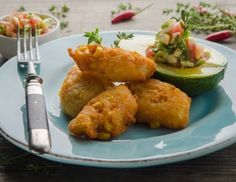 Maisfritters mit Avocado-Relish Rezept Snacks Für Party, Cauliflower, Meat, Vegetables, Korn, Dip, Low Carb, Vegetarian Recipes, Eat Lunch