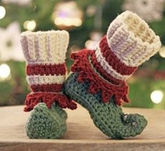25 Crochet Christmas Patterns to Try - A More Crafty Life Crochet Booties Pattern, Crochet Slippers, Crochet Gifts, Free Crochet, Christmas Crochet Patterns, Crochet Christmas, Christmas Elf, Christmas Parties, Christmas Shoes