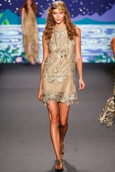 See the complete Anna Sui Spring 2014 Ready-to-Wear collection.
