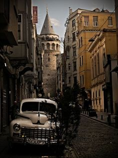 10 Istanbul Walking Tour Advices (Let's Play! Places Around The World, Travel Around The World, Around The Worlds, Bulgaria, Places To Travel, Places To Visit, Cities, Turkey Travel, New Travel