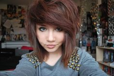if I were to cut my hair short again, I think i'd do something like this. lots of layers!