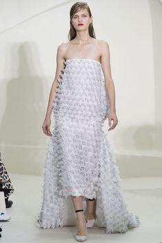 Le défilé Christian Dior printemps-été 2014 haute couture http://www.vogue.fr/mariage/tendances/diaporama/les-robes-de-mariee-de-la-haute-couture-2/17268/image/926206#!le-defile-christian-dior-printemps-ete-2014-haute-couture