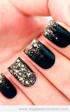New Years nail art design idea | New Year's nails | Déco ongles Noël, noir et doré en paillettes