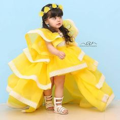 Beautiful Baby Pictures, Cute Baby Girl Pictures, Cute Girl Photo, Baby Girl Dress Patterns, Baby Girl Dresses, Baby Dress, Beautiful Children, Beautiful Babies, Baby Hijab