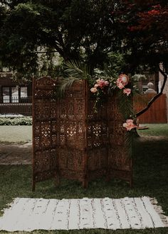 25 Head-Turning Wedding Altars, Arches And Backdrops - crazyforus Wedding Mood Board, Wedding Art, Wedding Styles, Wedding Ideas, Chic Wedding, Wedding Details, Wedding Ceremony Backdrop, Ceremony Arch, Wedding Arches