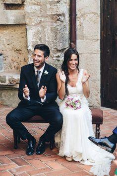 YolanCris  Bibi eligió el vestido de novia romántico Lugano para su boda marinera a orillas del mediterráneo.