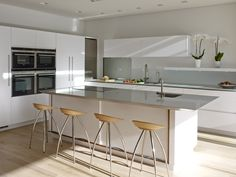 Roundhouse bespoke white matt lacquer Urbo kitchen