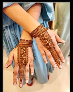 Are you looking for some fascinating design for mehndi? Or need a tutorial to become a perfect mehndi artist? Indian Henna Designs, Simple Arabic Mehndi Designs, Henna Art Designs, Mehndi Designs For Girls, Mehndi Designs For Beginners, Modern Mehndi Designs, Dulhan Mehndi Designs, Mehndi Designs For Fingers, Mehndi Design Photos