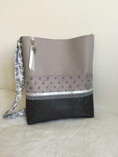 Sac bandoulière en simili cuir gris et simili cuir Swarovski gris foncé pailleté