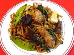Basil Black Bean Chili Sauce Chicken Cabbage Chow Mein (黑豆辣椒紫蘇青椰菜鷄炒麵, Hak1 Dau6 Laat6 Ziu1 Zi2 Sou1 Ceng1 Je4 Coi3 Gai1 Caau2 Min6)