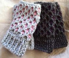 Crochet and Me: かぎ針で作る、あったかハンドウォーマーの編み方(レディース・メンズ)Crochet fingerless groves photo tutorial