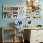 Sewing room - peg board and Ikea Alex drawers in a craft room Sewing Station, Craft Station, Sewing Desk, Sewing Spaces, Tiny Sewing Room, Small Sewing Space, Sewing Tables, Sewing Art, Sewing Patterns