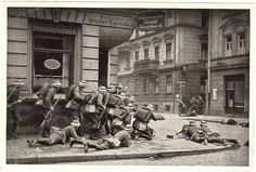friekorps | Freikorps troops battle Leftists in the streets