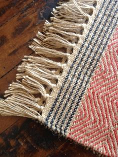 artisinal jute rug at Weaving Textiles, Weaving Patterns, Tapestry Weaving, Jute Rug, Woven Rug, Loom Weaving, Hand Weaving, Yarn Thread, Weaving Projects