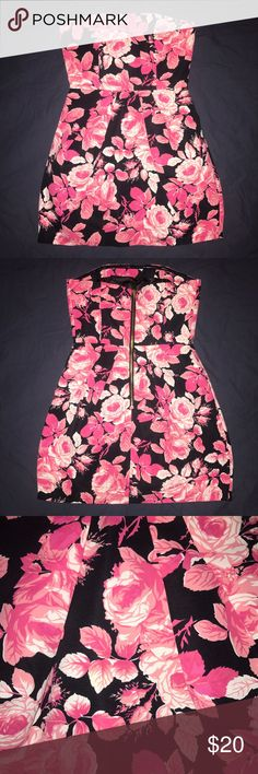 🎉 memorial day weekend sale 🎉 pink floral dress Nwot, super cute big bright pink floral on Navy background, to is structured to keep it's shape, fully lined, easy to wear! Forever 21 Dresses Strapless