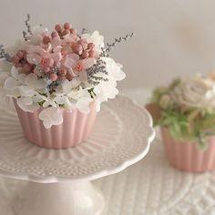 Couture Embroidery, Ideas Para Fiestas, Cupcake Cookies, Cupcakes, Diy Candles, Photo Jewelry, Floral Arrangements, Flower Arrangement, Wedding Favors