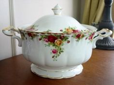 Royal Albert Old Country Roses Footed Soup Tureen: