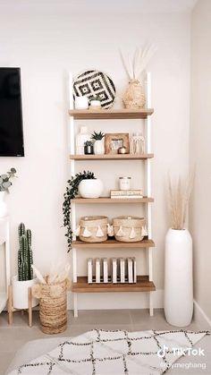 Room Ideas Bedroom, Diy Room Decor, Bedroom Decor, Ikea Room Ideas, Ikea Bedroom, Home Decor Shelves, Ladder Shelf Decor, Decorating A Bookshelf, How To Decorate Bookshelves