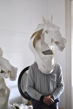 Anna-Wili Highfield - Paper Sculpture - Animals of paper and copper wire - Anna-Wili Highfield – Paper Sculpture – Animali di carta e filo di rame Horse masks for Hermes by Anna-Wili Highfield Cardboard Mask, Cardboard Sculpture, Sculpture Art, Paper Sculptures, Atelier Theme, Horse Mask, Paper Mask, Paper Animals, Paper Birds