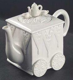 Figurine Teapot & Lid [TPF3] in Butler's Pantry by Lenox