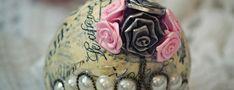 Vejce Fabergé Fabergého zlatá vejce jsou už po staletí symbolem luxusu a snobství. Obdarovávali se jimi na Velikonoce carské rodiny a posléze milionáři. Stala se celoroční ozdobou jejich příbytků. Fabergého vejce je již přes sto let symbolem luxusu Fabergého vejce jsou zlaté klenoty ve tvaru velikonočního vejce, které vytvořil ruský zlatník a klenotník Carl Peter...