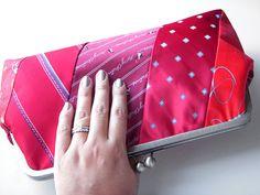 Käsilaukku kravateista