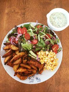 Füszeres süt burgonya hasábok friss salátával és Ranch dresszinggel Tej, Lilac