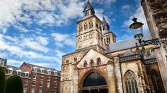12 Top-Rated Tourist Attractions in Maastricht Architecture Romane, Romanesque Architecture, Types Of Architecture, Trains, Church Of Ireland, Durham Cathedral, Destinations, Minimalist House Design, Old Churches
