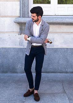 【秋】ニットジャケット(グレー)×紺パンツのキレイめコーデ(メンズ) | Italy Web