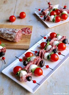Sausage skewers saucisson, tomatoes, mozzarella – Famous Last Words Tomato Mozzarella Skewers, Tomate Mozzarella, Holiday Appetizers, Appetizer Recipes, Appetizer Skewers, Shower Appetizers, Meat Appetizers, Snack Platter, Party Food Platters