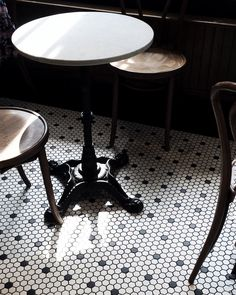 Kitchen vintage floor bar stools 34 Ideas for 2019 Cafe Bistro, Cafe Bar, Eames Chairs, Bar Chairs, Room Chairs, Bar Stools, Dining Chairs, French Cafe Decor, French Cafe Furniture