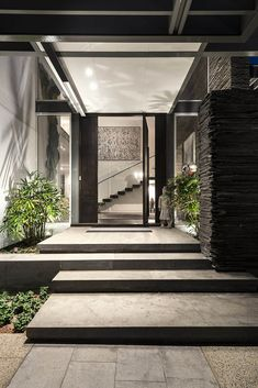 Contemporary exterior remodel entrance ideas for 2019 Modern Entrance, Entrance Design, House Entrance, Door Design, Exterior Design, House Design, Modern Foyer, Modern Residential Architecture, Architecture Résidentielle