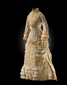 Woman's wedding dress/outfit, 1881 via Museum of the American Indian 1870s Fashion, Victorian Fashion, Vintage Fashion, Victorian Era, Victorian Outfits, Old Dresses, Vintage Dresses, Vintage Outfits, Antique Clothing