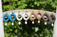 Orecchini catena di resina vintage chic con perla di EtVoilaBijoux