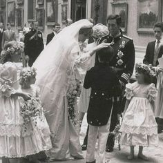 Princess Diana on her wedding day. Charles And Diana Wedding, Princess Diana And Charles, Princess Diana Rare, Princess Diana Wedding, Princess Diana Fashion, Princess Diana Pictures, Royal Queen, Royal Princess, Lady Diana Spencer