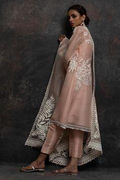 Shop the Nida Azwer Official Website. Shadi Dresses, Indian Dresses, Pakistani Outfits, Indian Outfits, Eid Outfits, Desi Wedding Dresses, Indian Designer Suits, Kurta Designs, Ring Verlobung