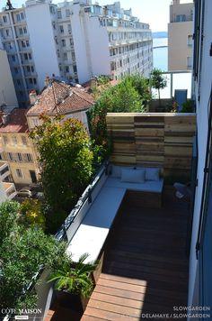 Une terrasse, un espace de verdure au beau milieu de la rue