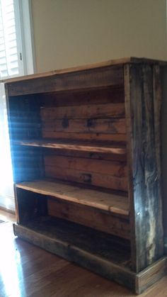 "Bookcase made from pallets.... a total ""could do"" project!! this would look great in lilli's room"