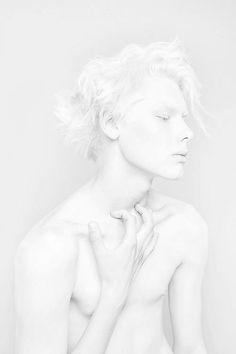 The white color will be the point color of Eve and Adam. white will be only used for them. All White, Pure White, Pinterest Color, Modelo Albino, White Photography, Portrait Photography, Creative Photography, Fashion Photography, Albinism